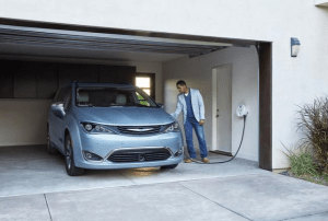 FCA Delivers 100 PHEV Minivans to Waymo for Test Fleet