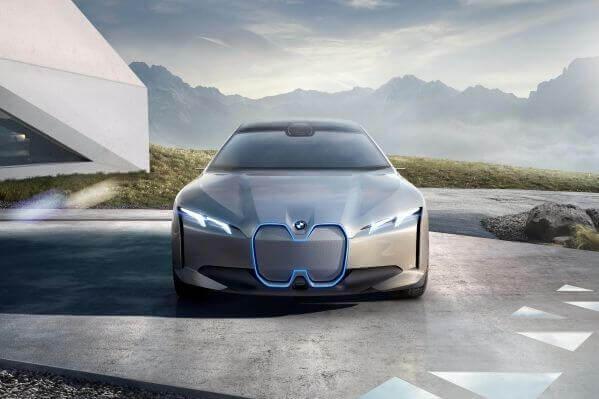bmw BMW Flaunts 373-Mile EV, Promises Even More Electrified Cars