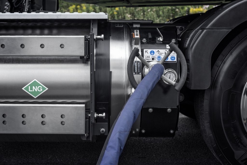 Volvo Introduces New Heavy-Duty LNG Trucks